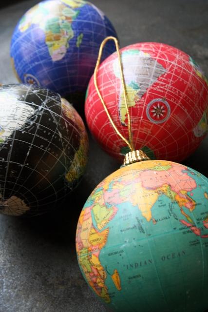 globe_christmas_decorations
